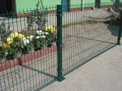 PVC Square Post Triangle Curve Fence